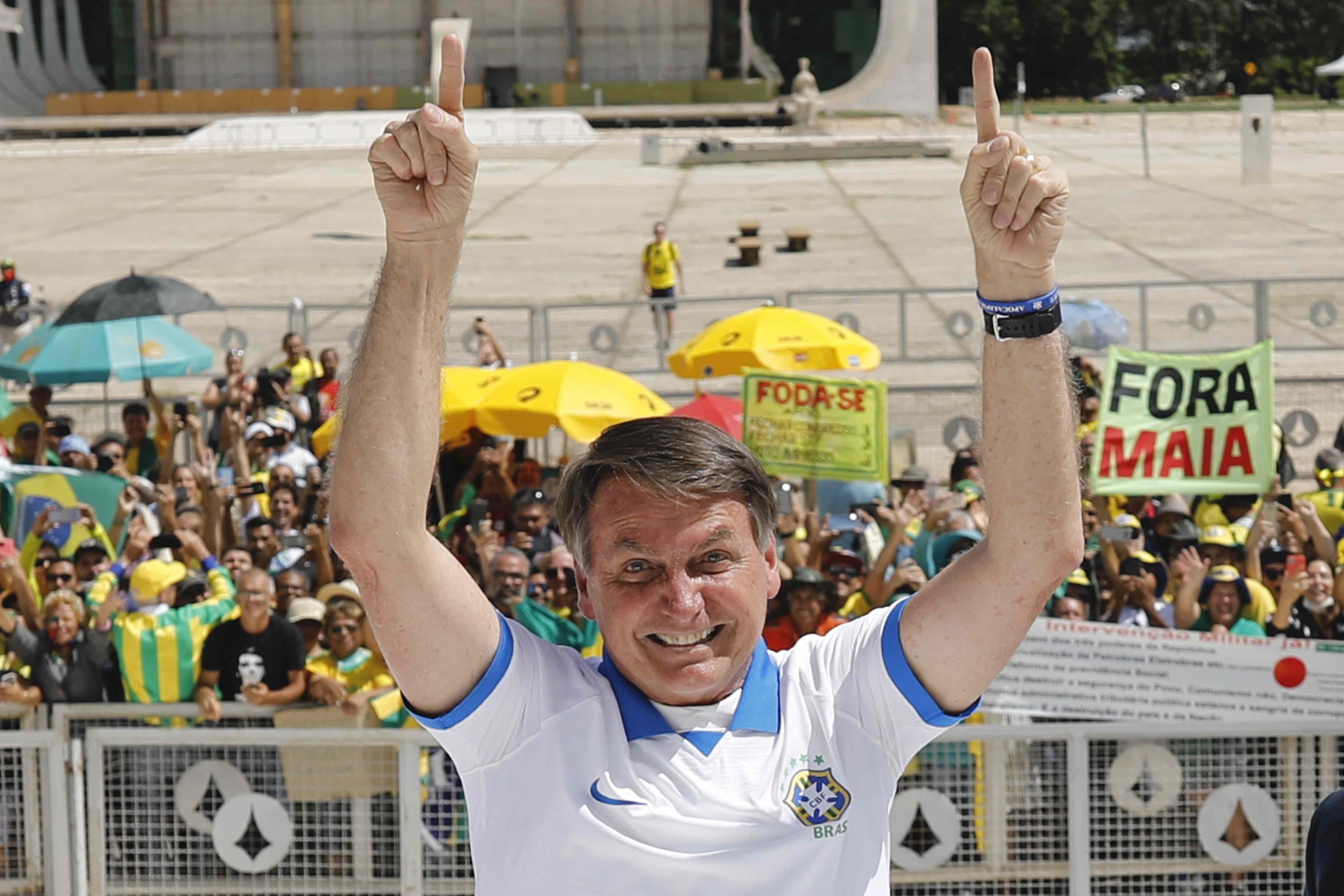 Bolsonaro pede que apoiadores não saiam às ruas no próximodomingo