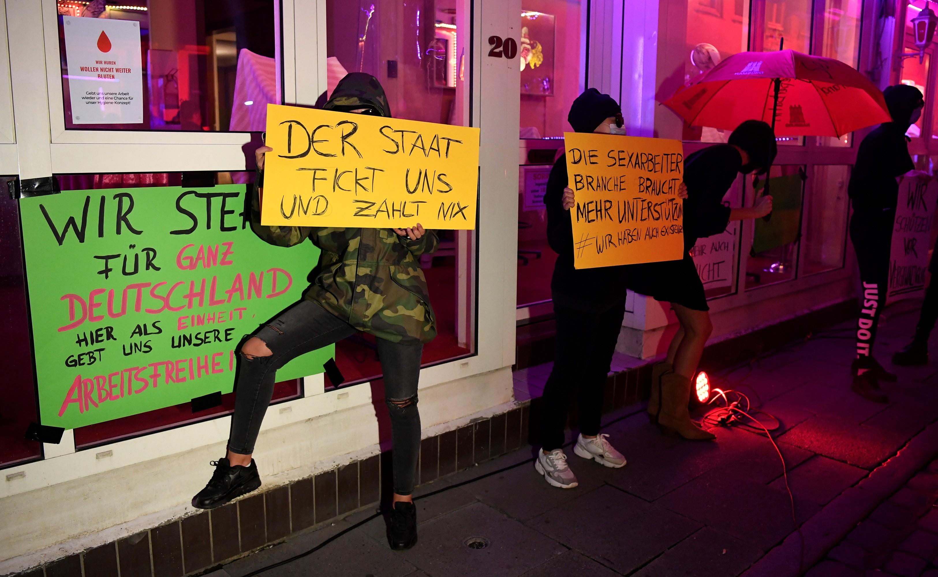 Prostitutas fazem ato por reabertura de bordéis na Alemanha