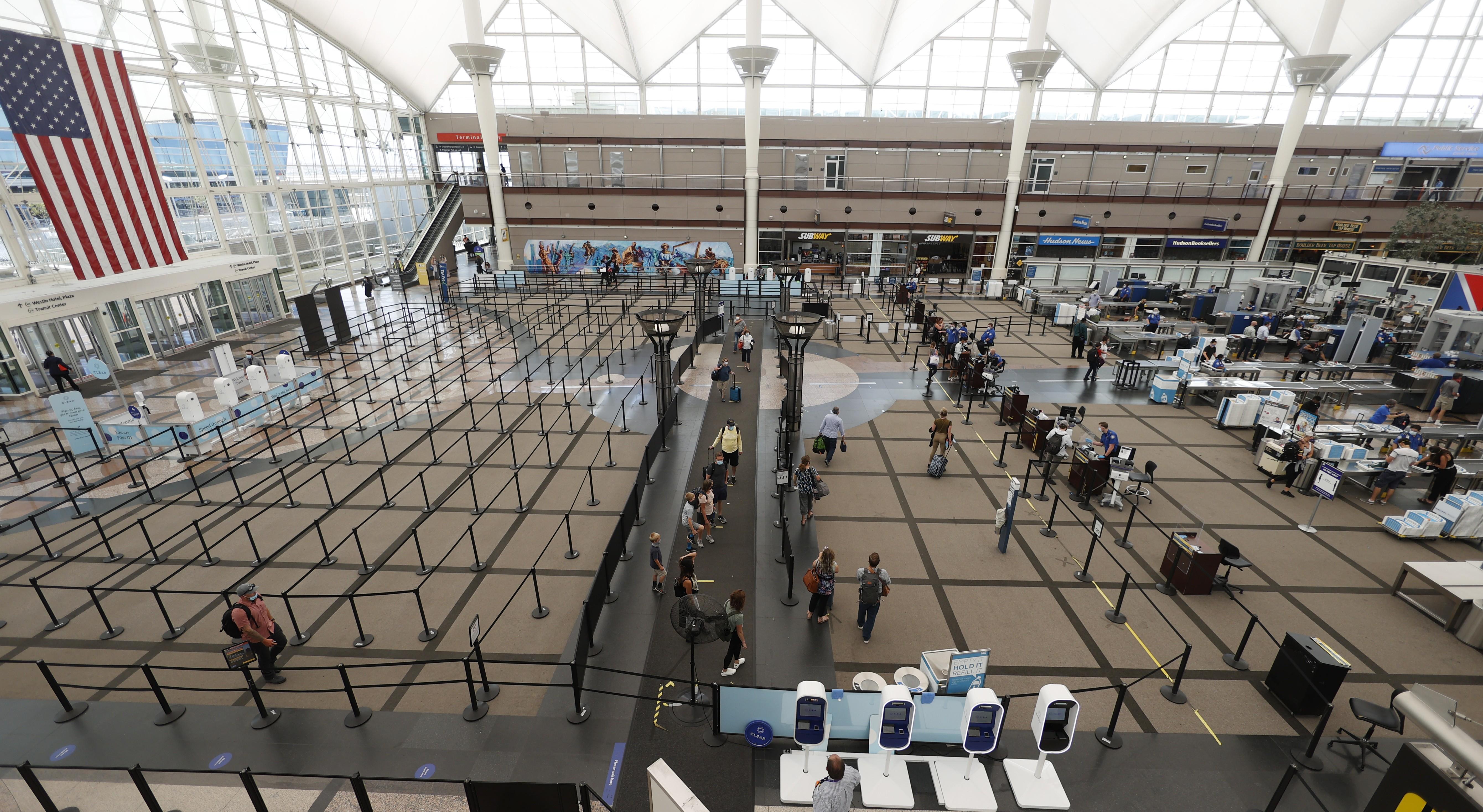 EUA suspende recomendação de evitar viagens ao exterior por pandemia