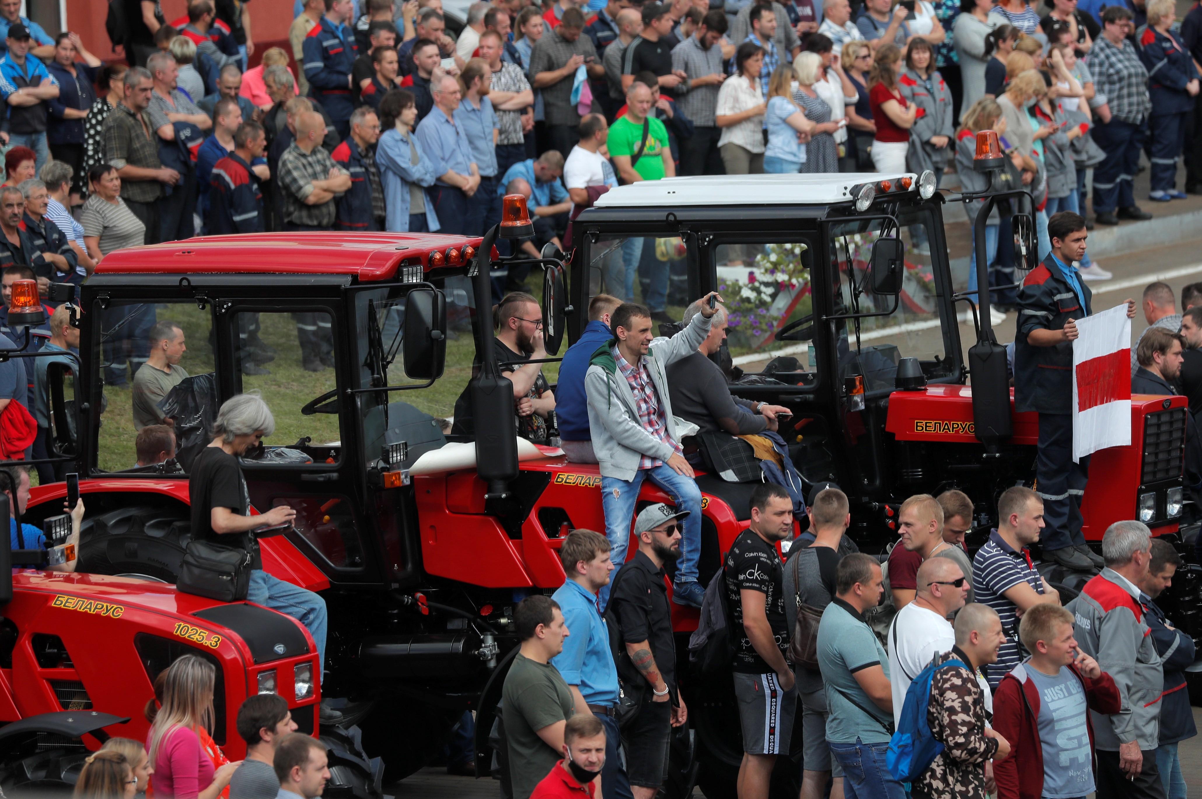 Greve de operários em fábricas de Belarus em apoio à oposição