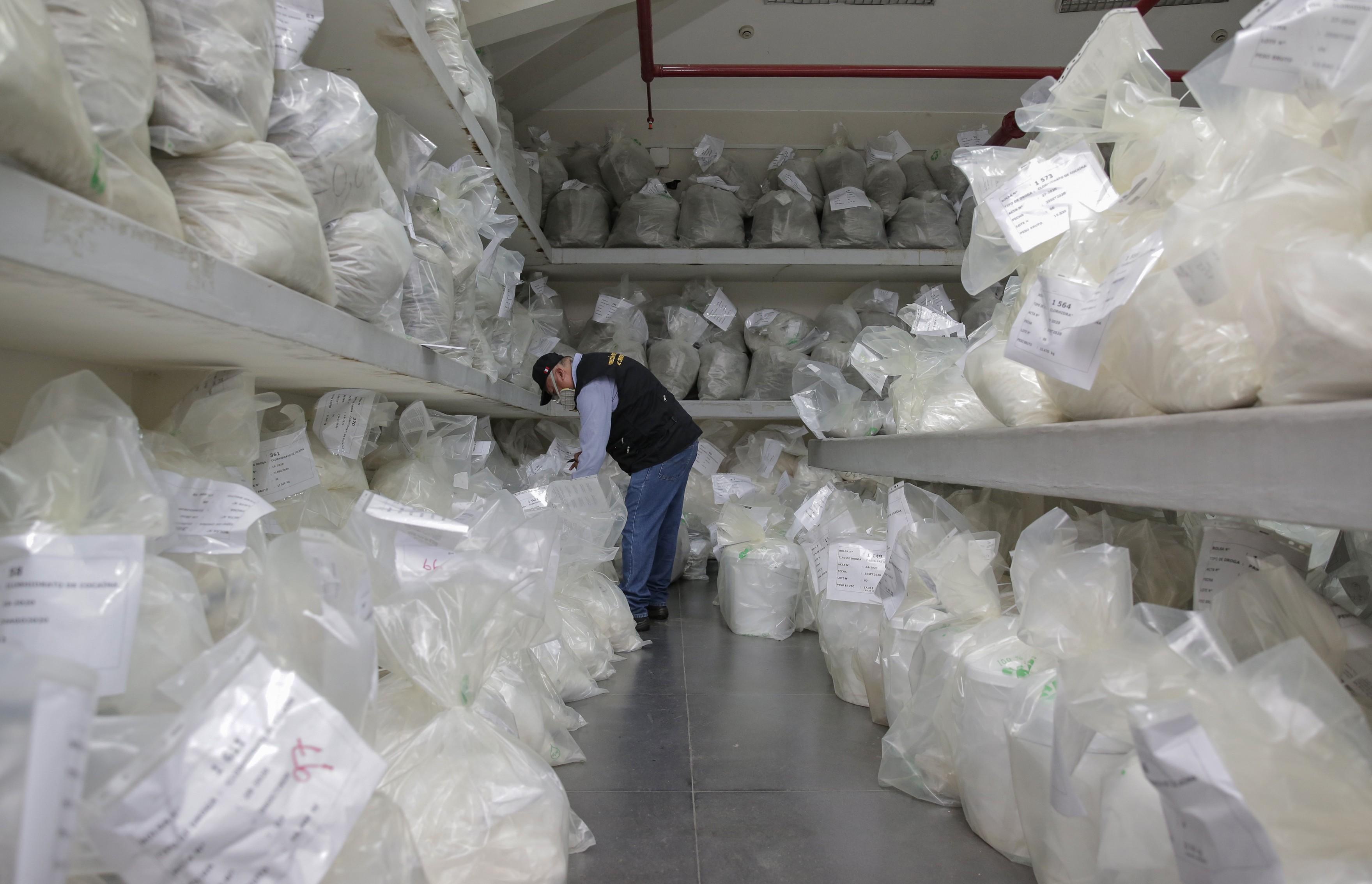 Polícia peruana incinera mais de 19 toneladas de drogas apreendidas durante a pandemia