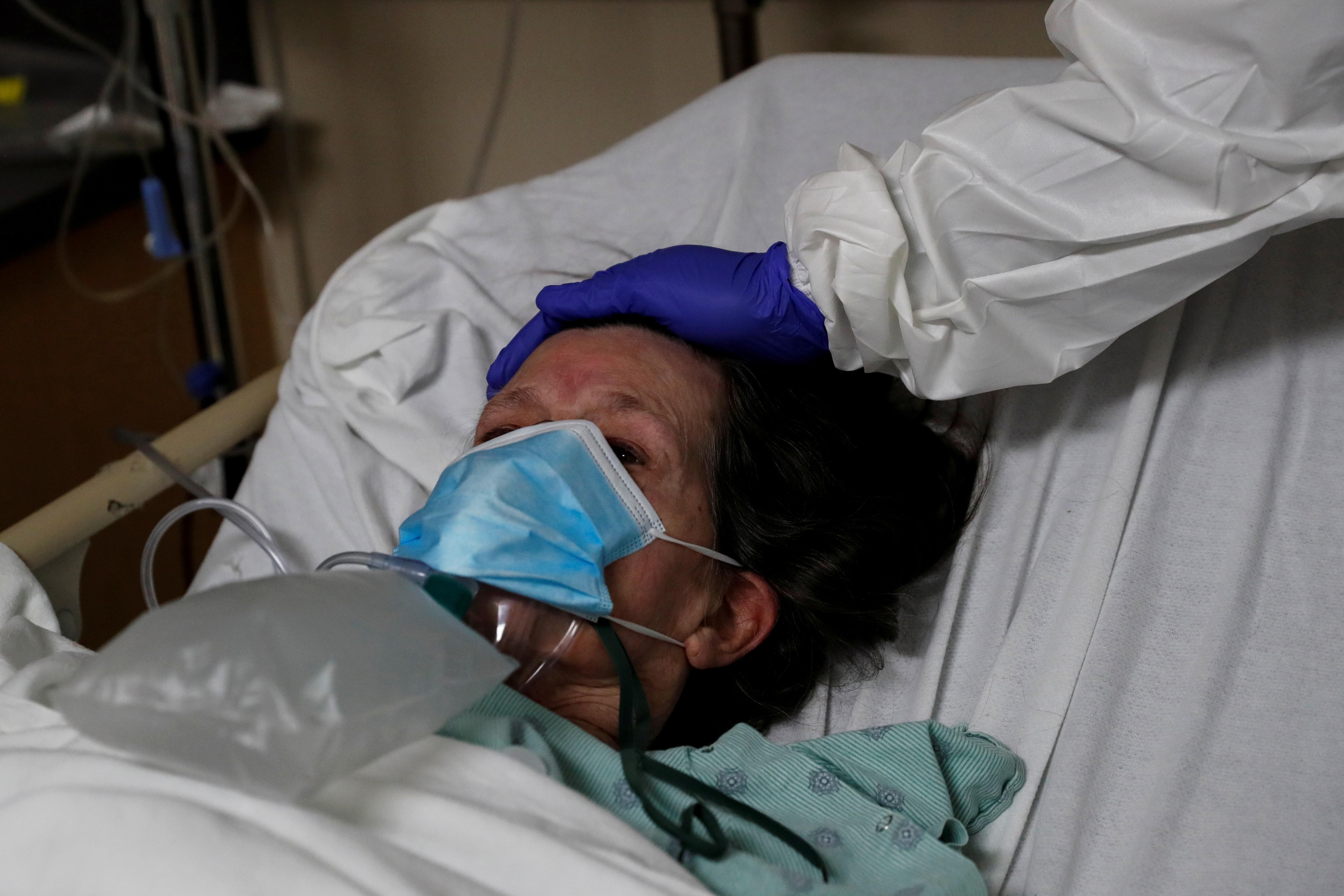 EUA enfrentam recorde de mais 100 mil hospitalizados por Covid-19; mortes em um só dia também chegam ao seu maior pico