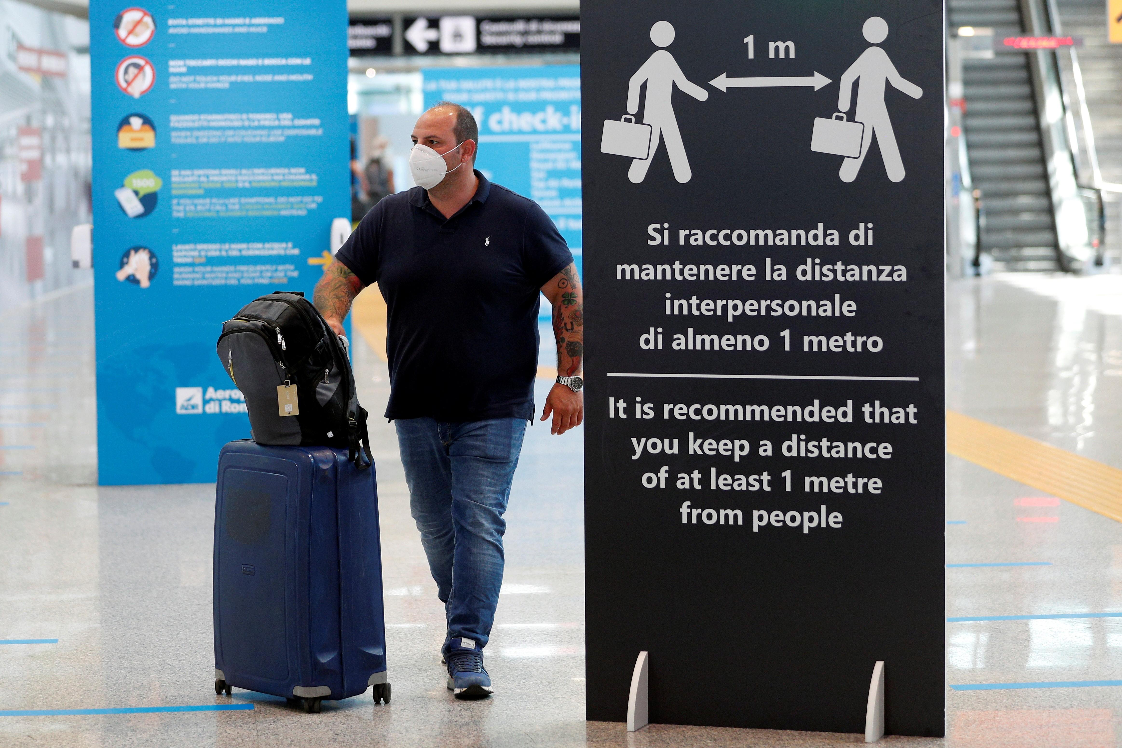 União Europeia restringe viagens não essenciais, mas mantêm fronteiras internas abertas