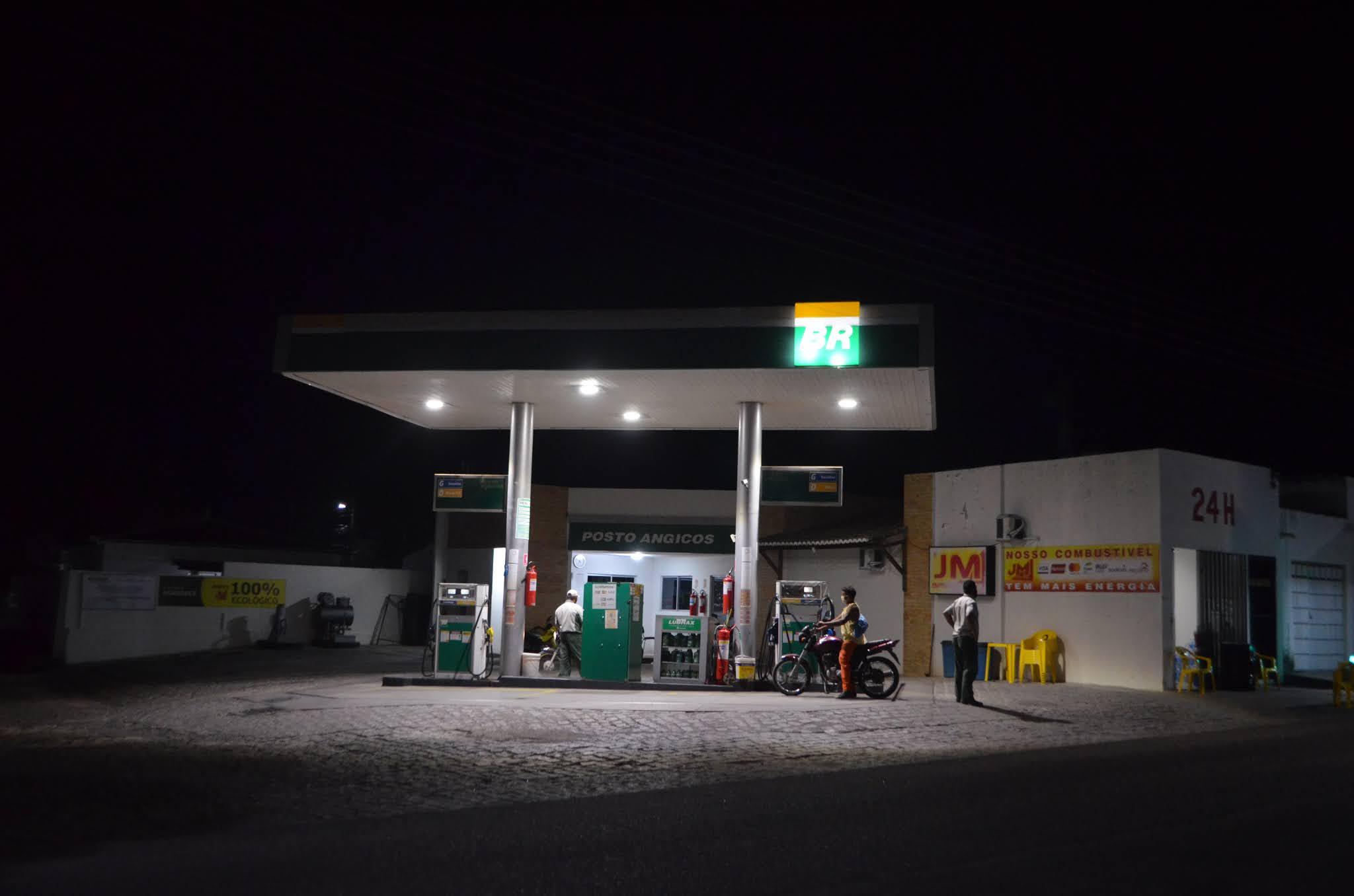 Posto de combustíveis localizado no centro de Angicos foi assaltado na noite desta quarta-feira (27)