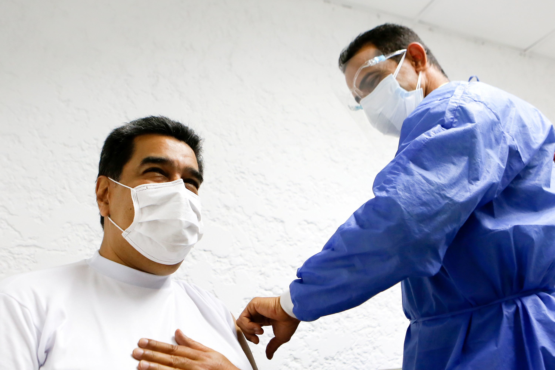 Presidente da Venezuela recebe 1ª dose de vacina contra a Covid-19