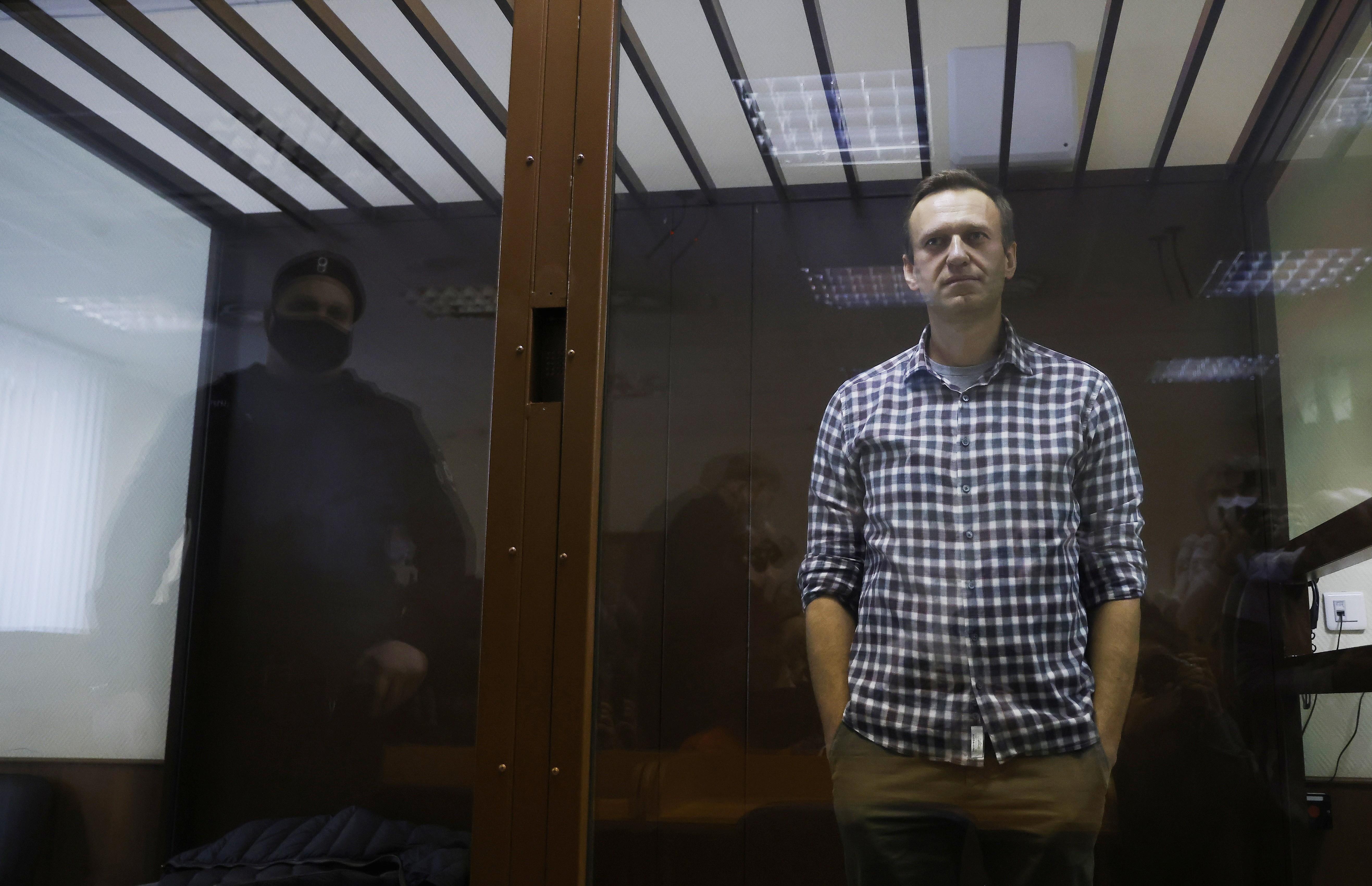 'Estão matando Navalny na prisão', alertam amigos e médicos do principal opositor de Putin