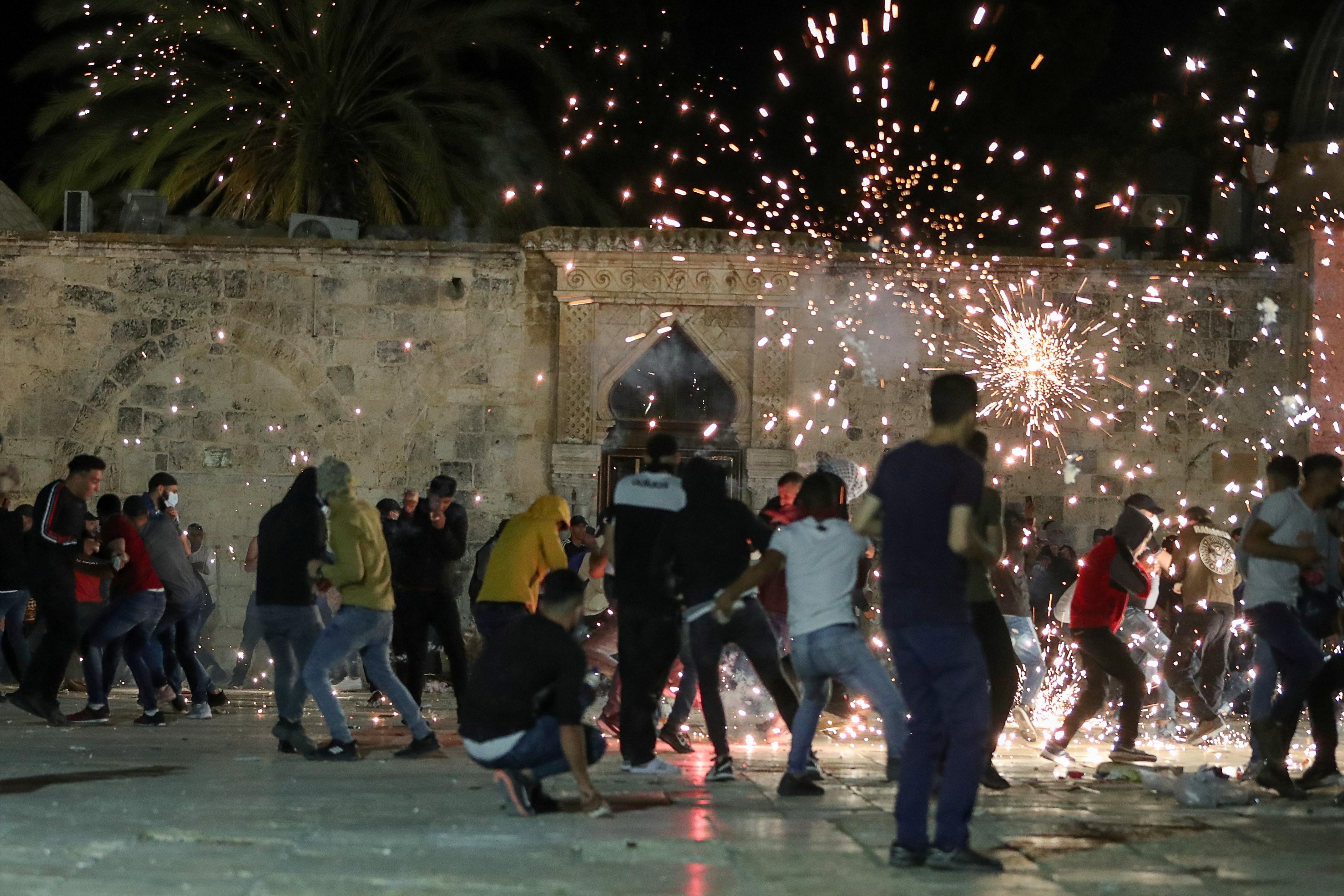 Polícia israelense usa bombas de efeito moral contra palestinos em Jerusalém