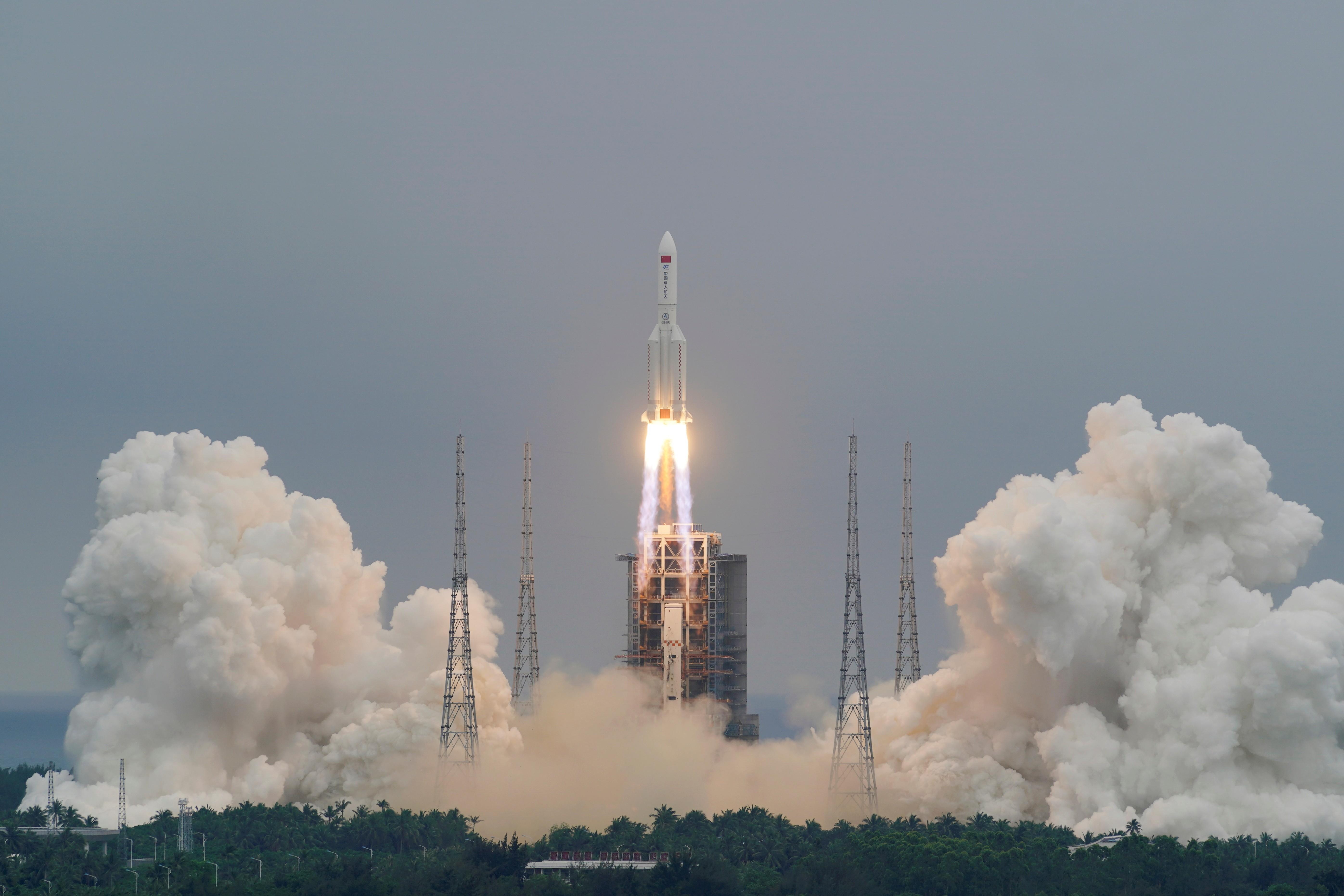 Destroços de foguete chinês podem cair neste fim de semana na Terra; veja perguntas e respostas