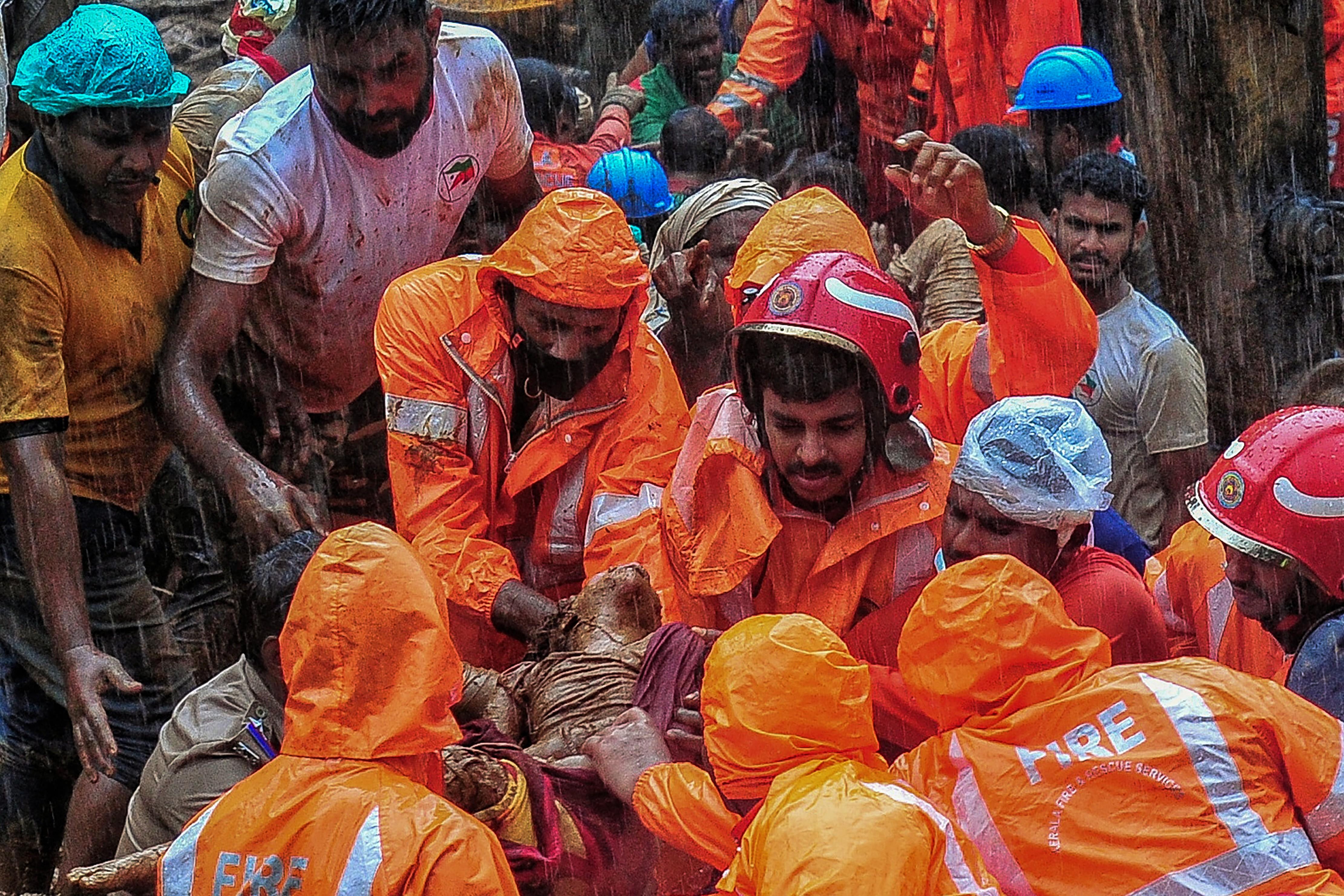 Inundações e deslizamentos de terra deixam ao menos 25 mortos na Índia