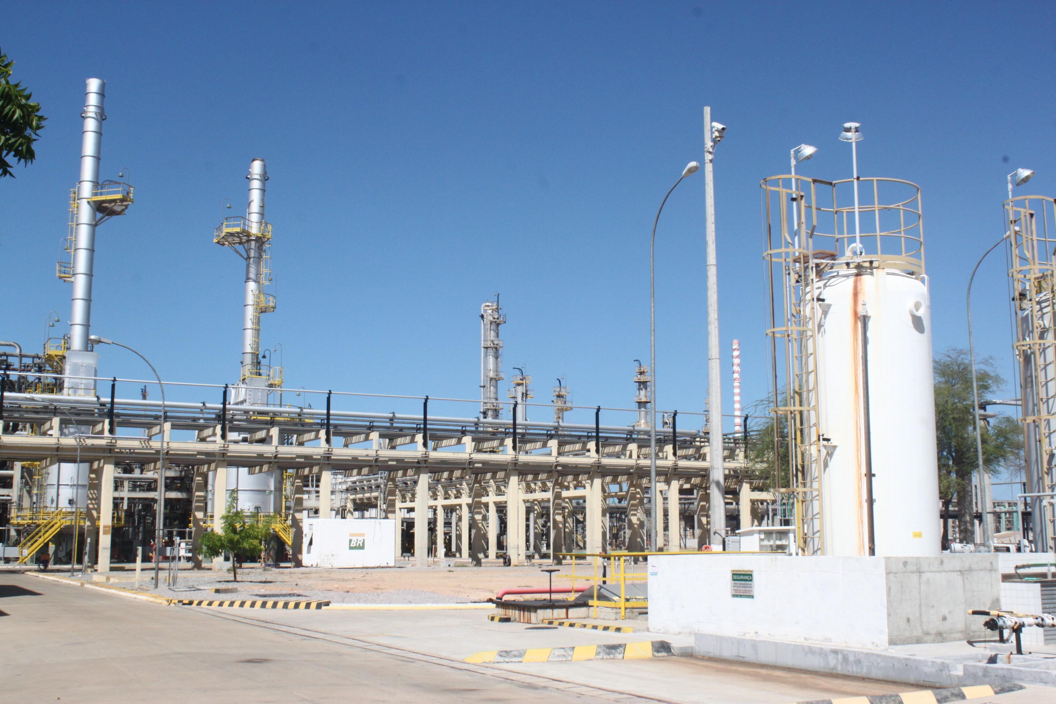 Sindicato entra com ação na Justiça contra venda da refinaria Clara Camarão e outros ativos da Petrobras no RN